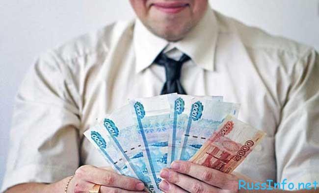 повышение окладов федеральным госслужащим в России последние новости