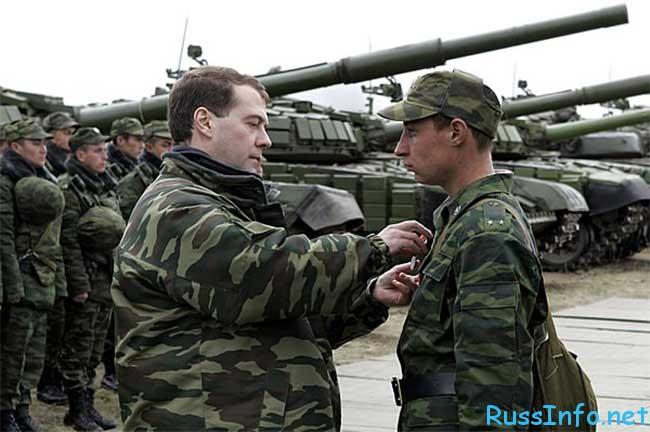 повышение окладов военным в России последние новости