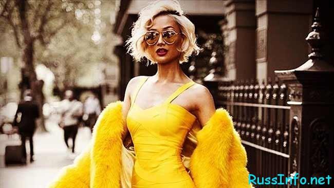 красивая девушка в желтом платье
