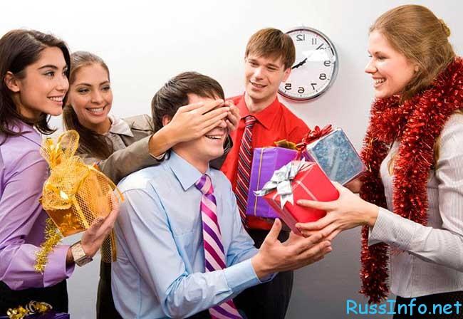Оригинальные подарки сотрудникам и коллегам на Новый год 2017 (год Петуха)