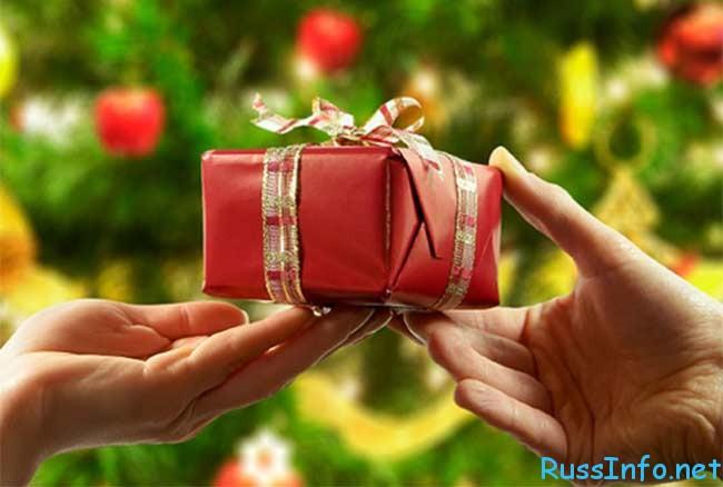 Какие подарки нельзя дарить на Новый 2017 год Петуха