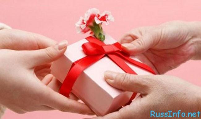подарки на 8 марта сотрудникам