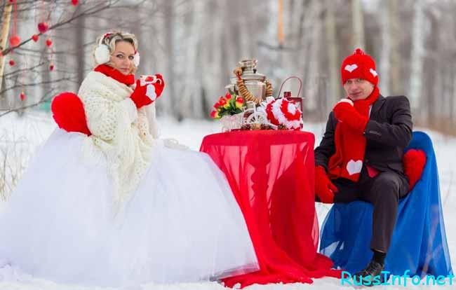 невеста и жених пьют чай