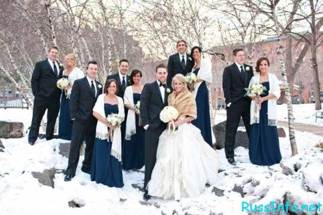 очень много невест и женихов