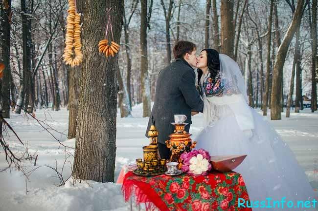 бублики,чай и жених с невестой