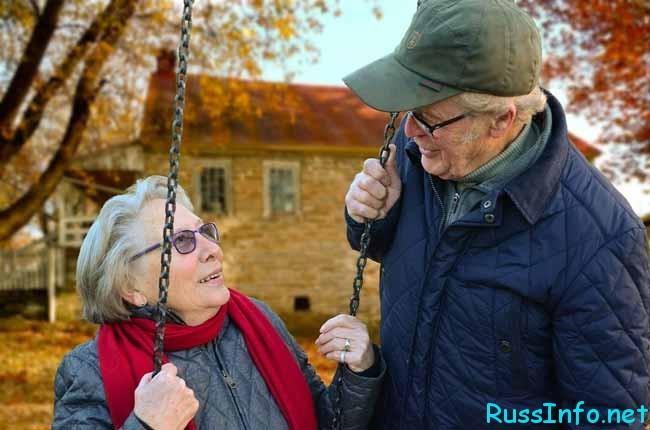 пенсионеры за городом
