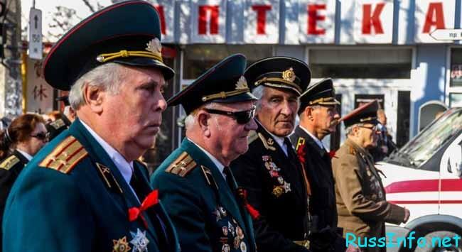 военные пенсионеры на параде