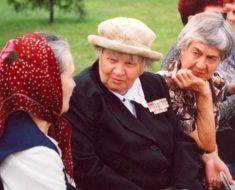 бабушки обсуждают данную новость