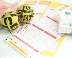 лотерейные билеты и шарики
