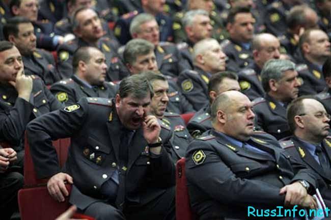 и полицейские зевают!