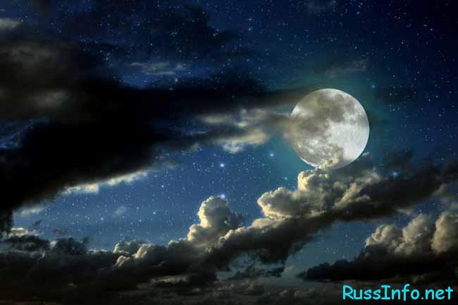 луна и тучи