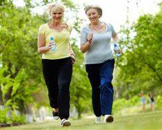 пенсионерки бегут