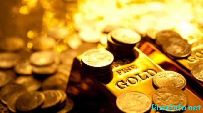золотые монеты и слитки