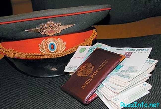 фуражка и пенсионное удостоверение