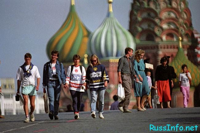 в Москве очень много гостей