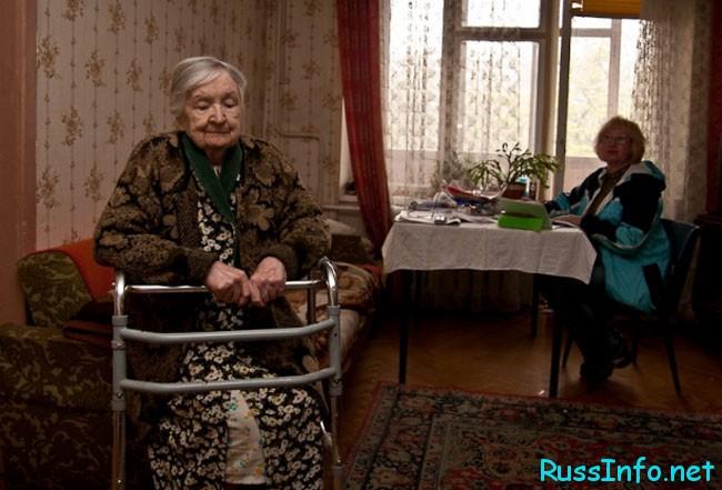 надо прибраться у одинокой бабушке