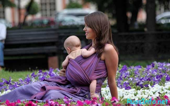 мама,малыш и цветы