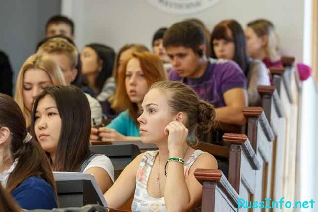 студенты на парах