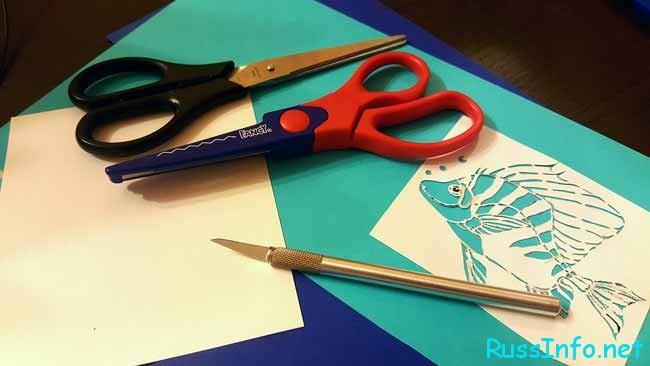 Для изготовления вытынанок применяются ножницы или нож