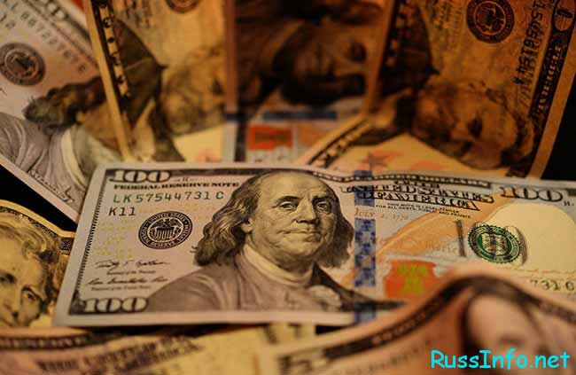 Существует ли связь между кризисом и курсом доллара?