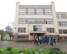 в одну старейшую школу страны – лицей «Вторая школа»