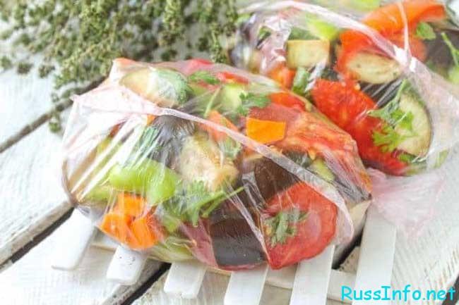 доставая из морозилки самостоятельно выращенных овощей и фруктов