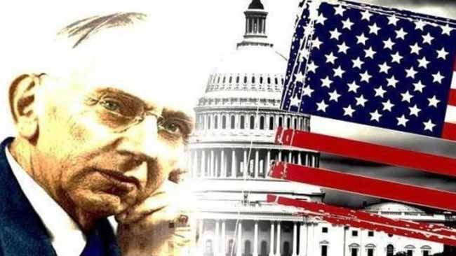 Эдгар Кейси на фоне флага США.