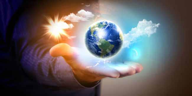Планета Земля на ладони человека
