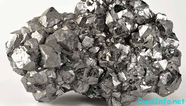 самородок серебра в природе