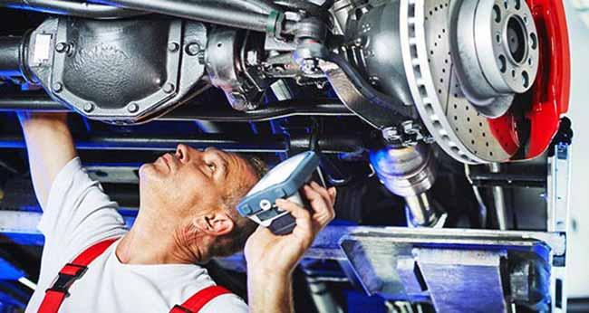 Технический осмотр машины на СТО