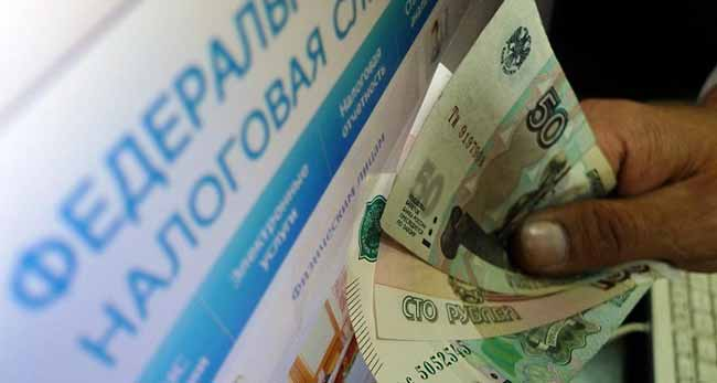 Российские рубли в руках