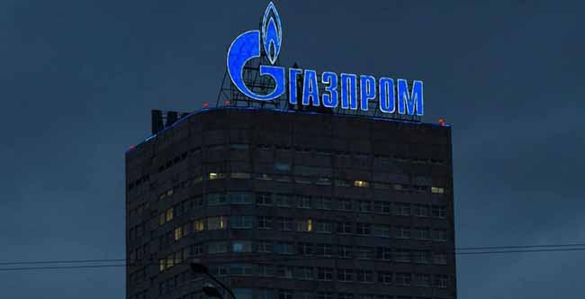Неоновая надпись Газпром на здании