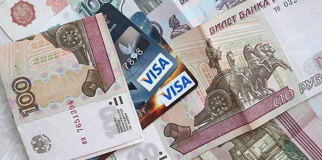 Российские рубли и банковская карточка