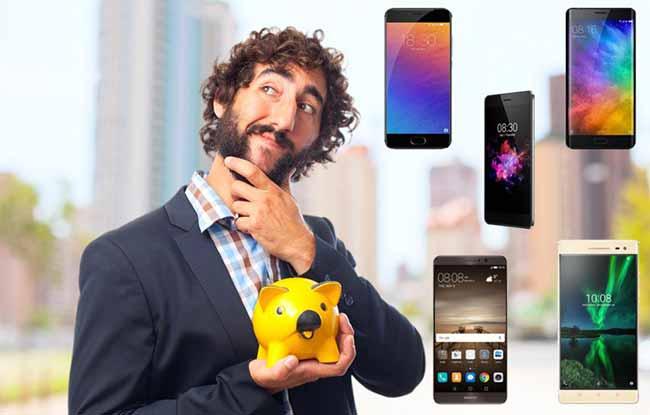 Мужчина с копилкой, мобильные телефоны