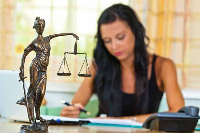 Помощница  судьи
