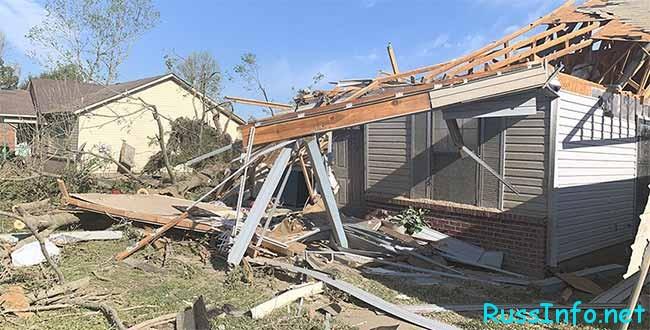 Обвал дома после землетрясения